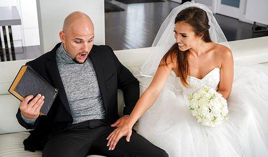 Молоденькая жена сразу же изменяет мужу с лысым любовником в разных по...