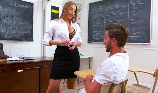 Студент стал зачёт, присунув толстый член в разработанную вагину бабищ...