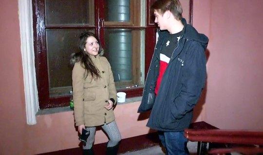 Русская парочка после знакомства занялись сексом на камеру...
