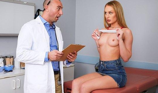 Блондинка пришла в офис к доктору и соблазнила его на секс...