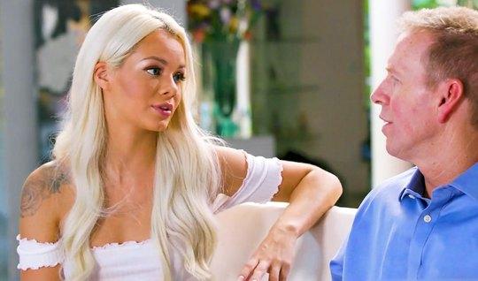 Эротический массаж от блондинки завершился сексом и оргазмом...