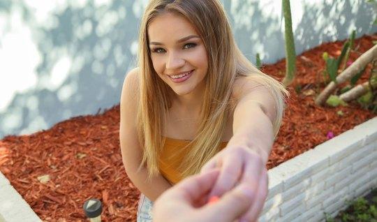 Молодая блондинка во время пикапа не отказала своему другу в сексе от ...