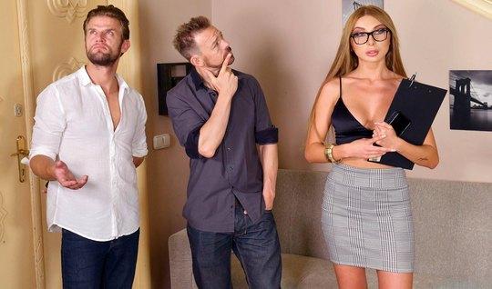 Русская девушка позволяет мужчинам устроить ей анальный секс и двойное...