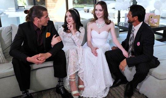 Во время свадьбы свингеры дарят друг другу групповой секс и много орга...