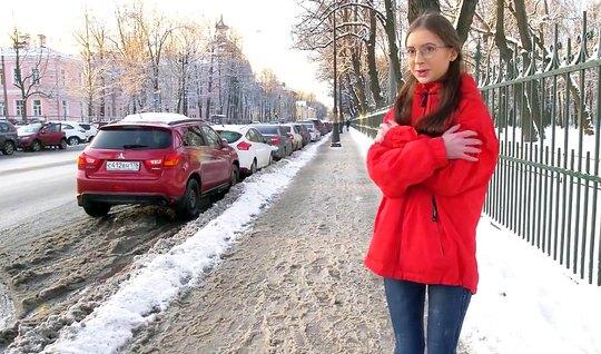 Пикапер снял на улице русскую девушку и развел ее на классический секс...