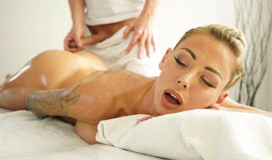 Мамка во время массажа изменила мужу с хуястым мастером и активно скви...