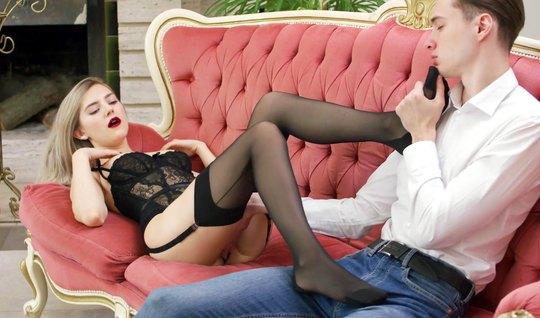Русская в чулках устроила премиум секс для состоятельного пацана и сло...