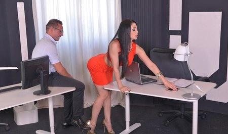 порно В офисе онлайн